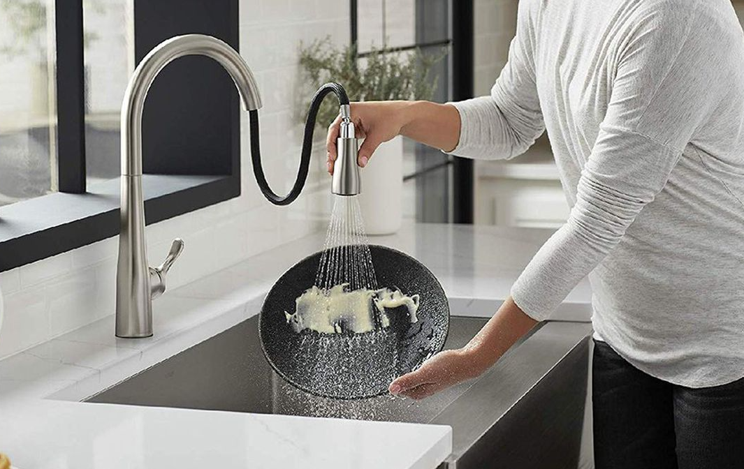 How Do Pull-Out And Pull-Down Faucets Differ?