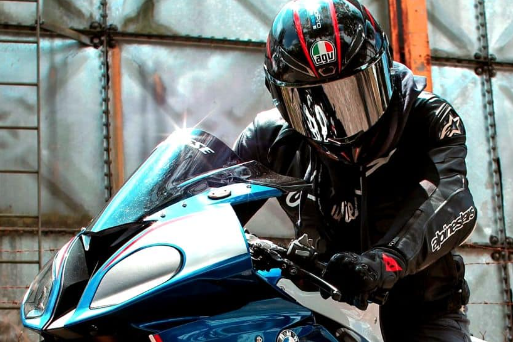 How Heavy Should A Motorcycle Helmet Be?